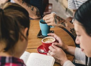 group-of-people-drinking-coffee-concept-PS3WDQZ-e1543879161644