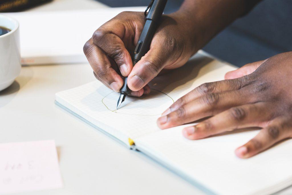 bizcomp-hands-writing