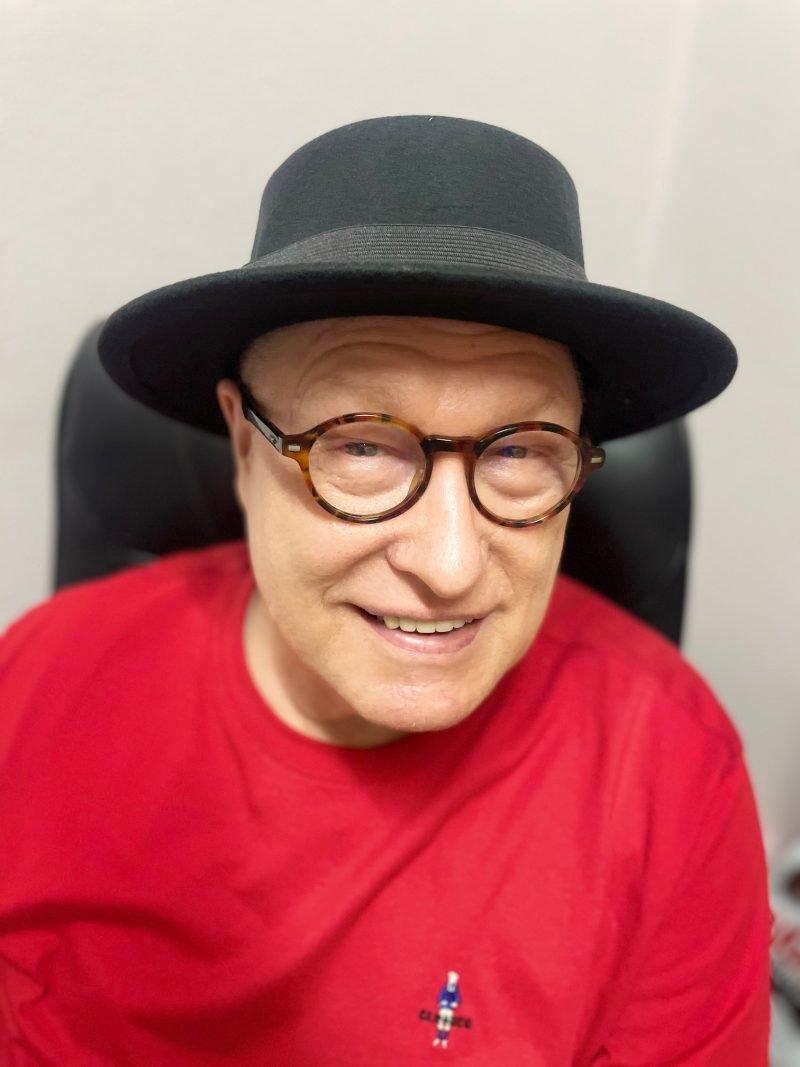 Photo of Author Robert Hilles